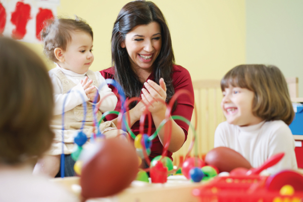 How to become a kindergarten teacher assistant